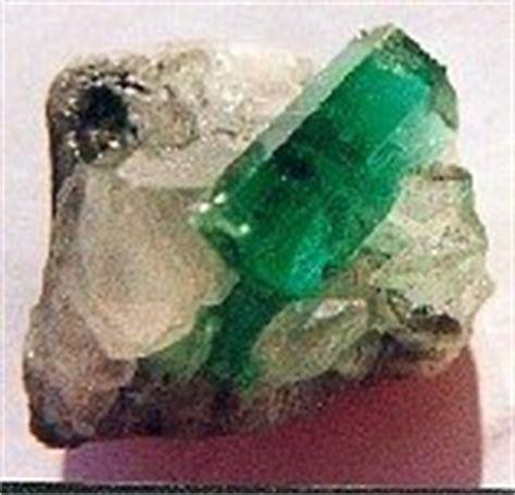 gem of the month emerald aussie sapphire