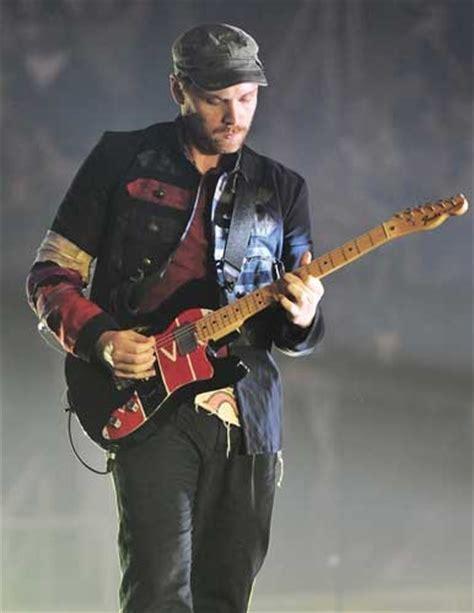 coldplay guitarist atonement coldplay jonny buckland s gear