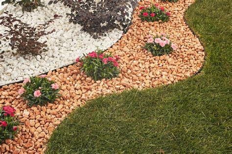 giardini con sassi colorati guida aiuola fol 233 nde giardini in pietra naturale