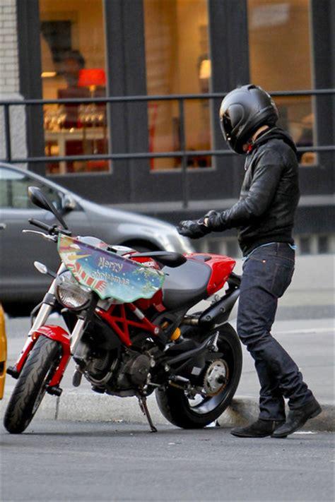 orlando bloom motorcycle orlando bloom s motorcycle zimbio