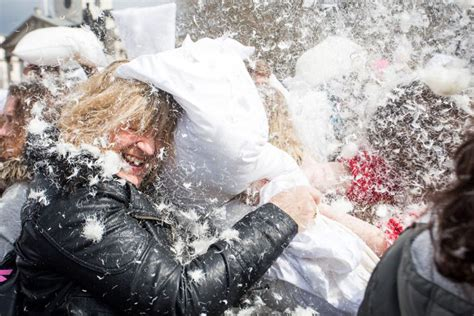 Pillow Fights by Pillow Fight Day 2015 Hundreds Gather In Trafalgar Square