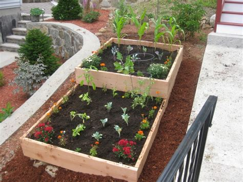 Vegetable Garden Ideas For Small Spaces Soil Mix For Diy Wood Raised Bed Vegetable Garden For Small Backyard Garden Spaces Ideas