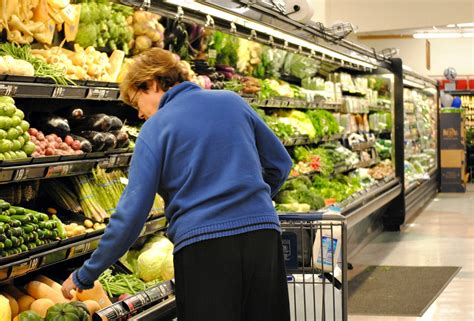 Do You Grocery Shop With Or Without A List by Fairway Grocery Stores Struggling To Stay Afloat In