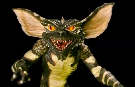 Moving Hacks by Guy Builds Amazing Gremlins Puppet Technabob