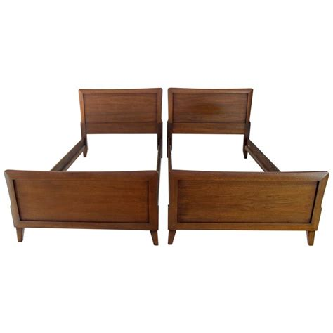 pair of heritage henredon beds at 1stdibs