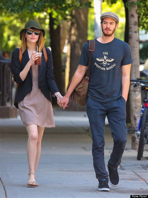 emma stone và andrew garfield emma stone and andrew garfield hold hands on an afternoon