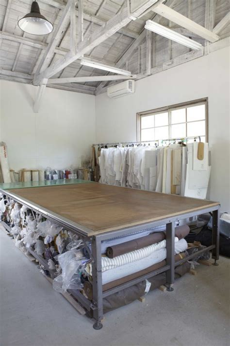cutting table for fabric 25 best ideas about fabric cutting table on