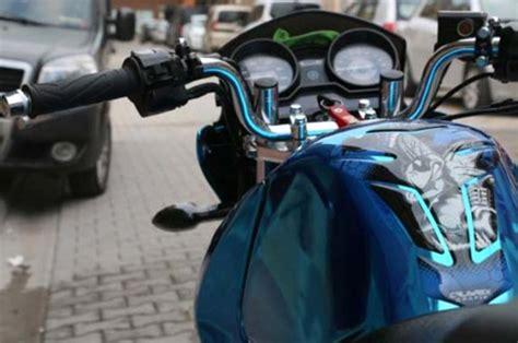tuerkiyede sadece bende var dedigi motosikletini evinin