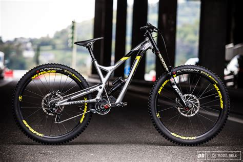 commencal supreme dh myriam s commencal supreme dh v4 2 bike check