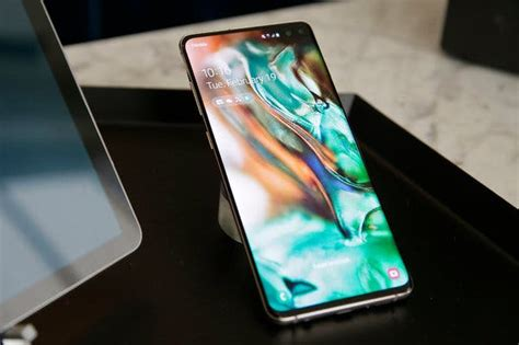 samsung galaxy s10 plus review a 1 000 smartphone with compromises the new york times