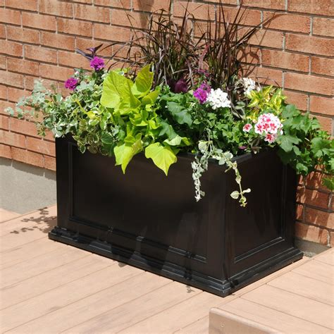 mayne fairfield      black plastic planter
