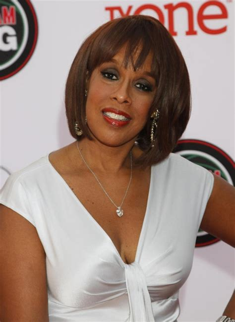 Gayle King Says Oprah Never Uses The N Word by Cbs Gayle King Donates 5k To Daily News Cop Fund Ny