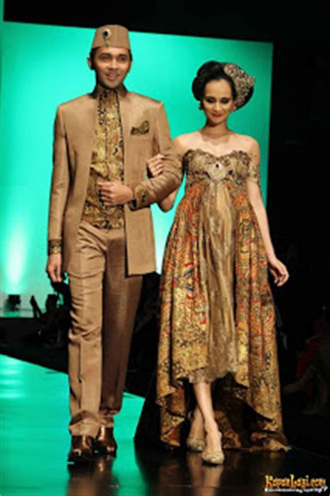 Kain Sarung Fashion Anggun galeri foto batik batik fashion show by avantie