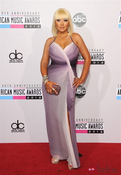 music awards 2012 video christina aguilera con vestido en tonos violeta en los