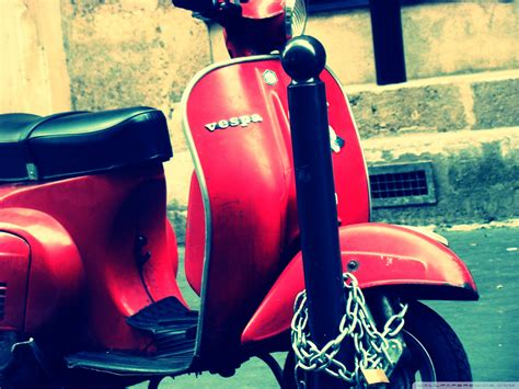 wallpaper graffiti vespa classic vespa wallpaper