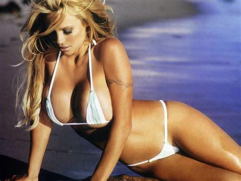 immagini pam autsider nuda pamela anderson ancora nuda twerking per rihanna italia