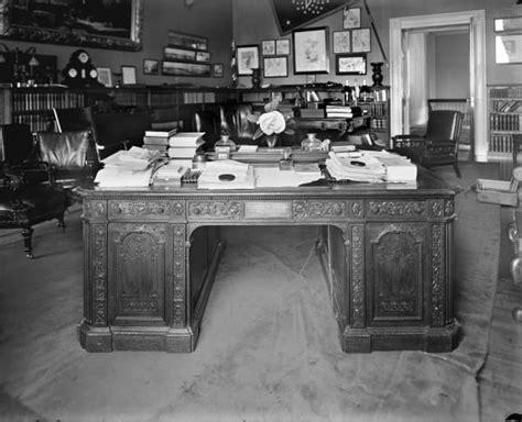 le bureau blanche le resolute desk le bureau de la maison blanche