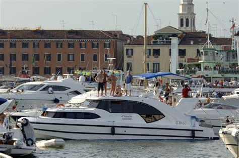 le boat france pin by le boat france on l italie en bateau pinterest