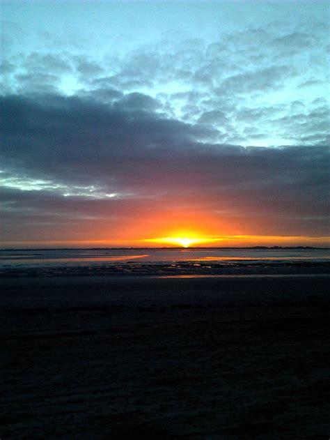 hutte pedagogique baie de somme coucher de soleil sur la baie de somme