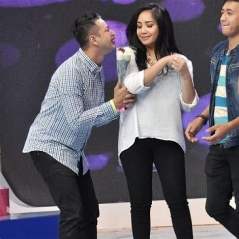 Lipstik Nagita Slavina Sahabatku Kekasihku Lagu Cinta Raffi Nagita Yang