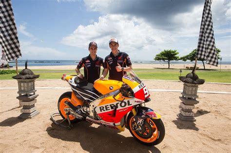 T Shirt One Honda10 casey stoner to test 2014 honda motogp bikes at motegi