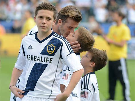 Beckhams 16 M Italian Tv Deal by Beckham Signs For Arsenal On Term Deal