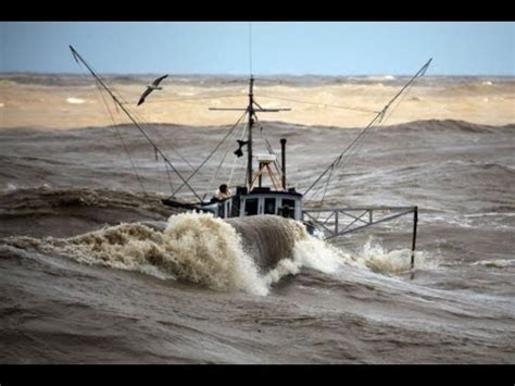 sport fishing boat in rough seas incredible video fishing boats in rough sea youtube