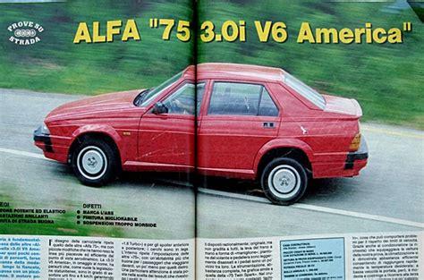 la ritratta su una grata in una celebre foto foto delle alfa romeo alfa 75 da tuning
