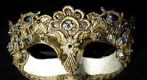 ladari di swarovski quot quella 232 la maschera di swarovski rubata un anno fa