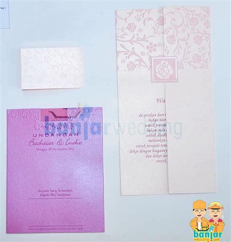 membuat undangan timbul undangan pernikahan ekslusif batik indonesia pink ebi 08p