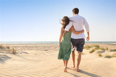 A Couples Of 4 Habits Of Happy Couples Catholicmatch Institute