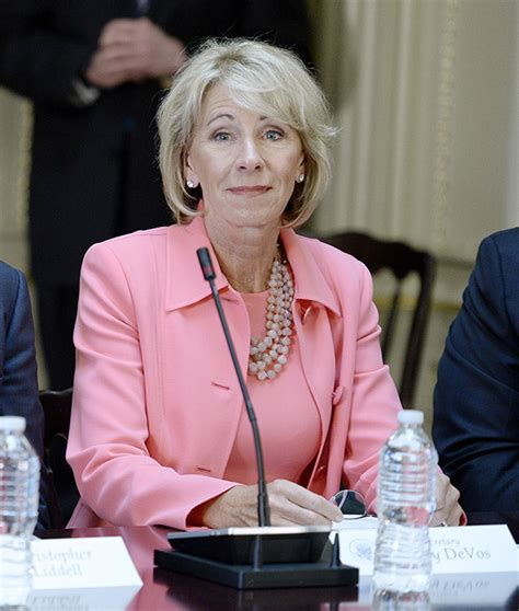 betsy decos betsy devos withdraws obama protections for student loans
