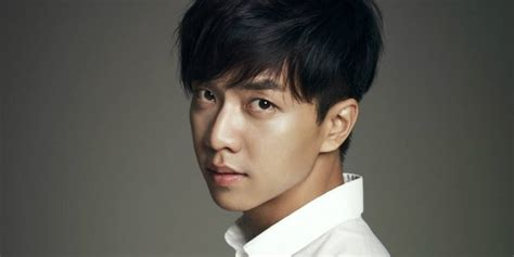 lee seung gi hd lee seung gi parachutes from immense height for his