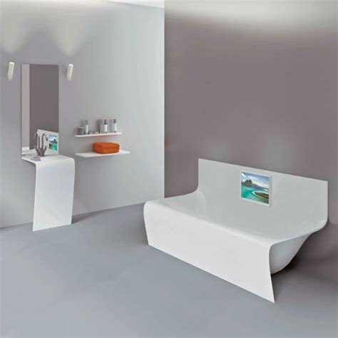 bathtub strips 5 cool bathtubs with built in tvs digsdigs