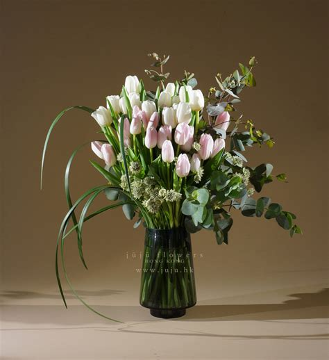 Bouquet Vase by 30 Stems Tulip Bouquet In Vase Juju Flowers