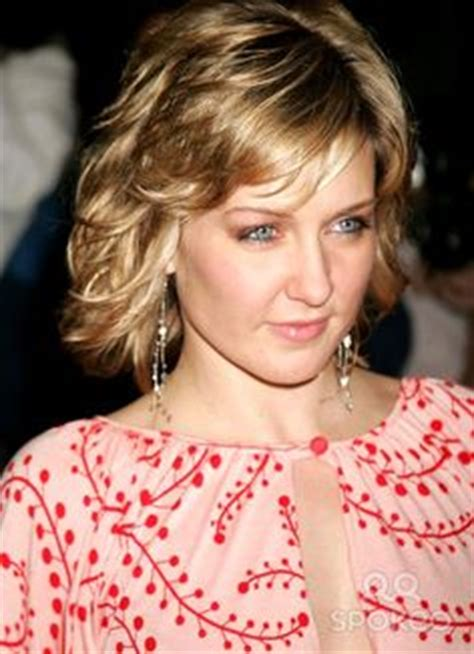 lindas hairstyle on blue bloods more of amy carlson s hair hairstyles pinterest grey