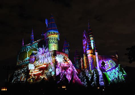 holiday lights and movie sites universal studios lights up harry potter s wizarding world