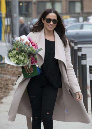 meghan markle shopping for flowers in toronto meghan markle shopping for flowers 17 gotceleb