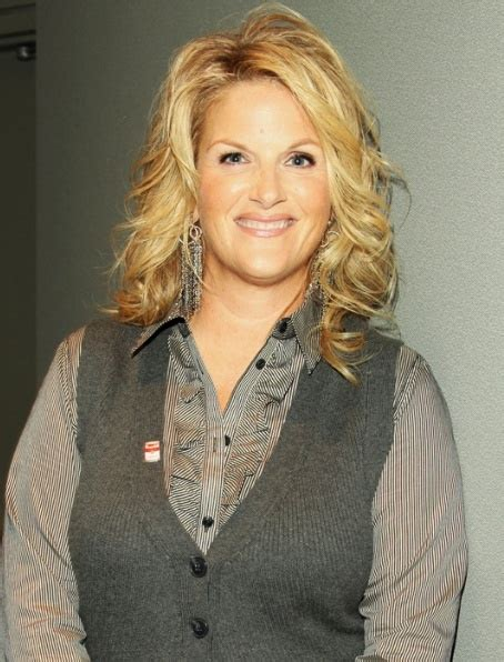 trisha yearwood shaggy hairstyle pin by bonnie shrader on trisha yearwood pinterest
