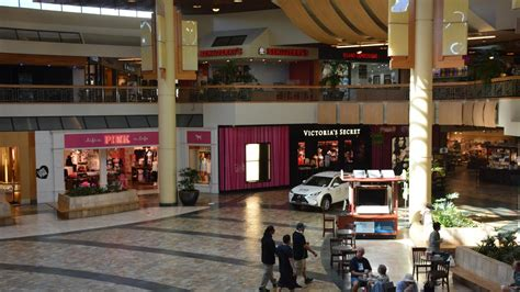 hawaii real estate experts on how malls can thrive