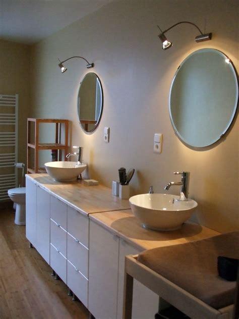 foto montaje de muebles de lavabo  dos senos de insalga