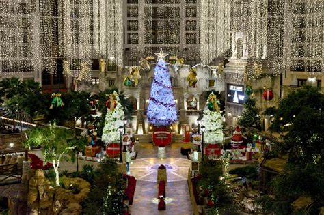 christmas decorations at gaylord texan all ideas about