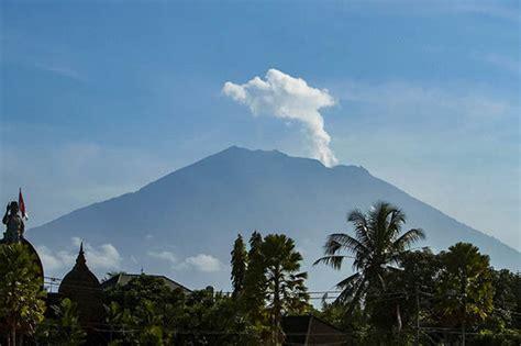 earthquake agung bali volcano update live mount agung on brink of eruption