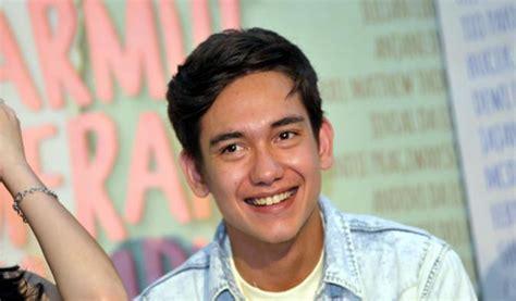 Film Adipati Dolken 2016 | 8 selebritis indonesia yang sibuk merintis bisnis