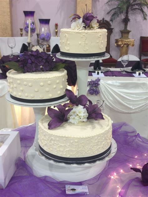 lavender and ivory wedding ideas purple and ivory wedding cake cuppy cakes