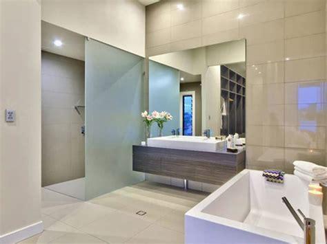 bathroom renovation ideas for australia based homes mimicoco moderne badkamer inrichten met hoog plafond interieur