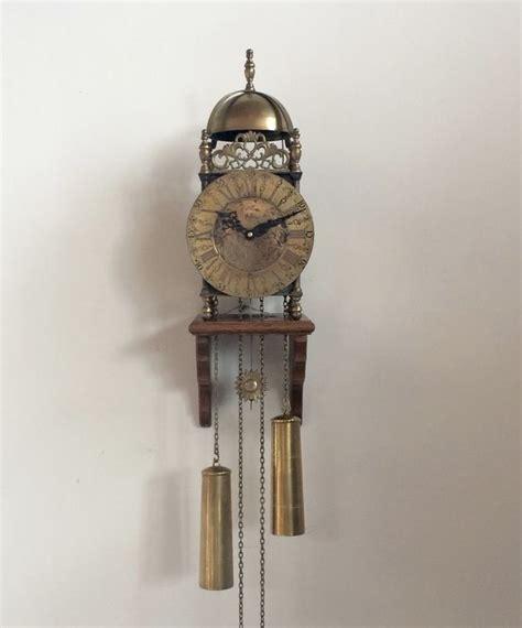 englische laternenuhr auf einem gestell aus holz - Gestell Auf Englisch