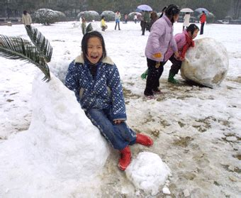 commercial woman hits snowman first spring snow hits changsha