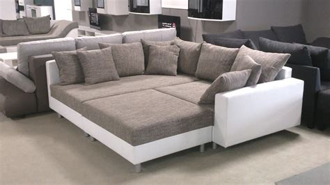 y on the couch ecksofa claudia mit hocker wei 223 und graubeige ottomane links