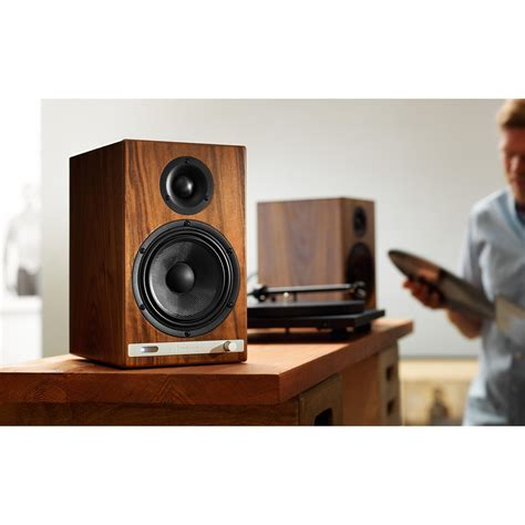 Audioengine Hd6 Walnut audioengine hd6 powered bluetooth speakers walnut